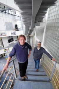 René de Wijk (links) en Garmt Dijksterhuis: geuren bevroderen verkoop niet
